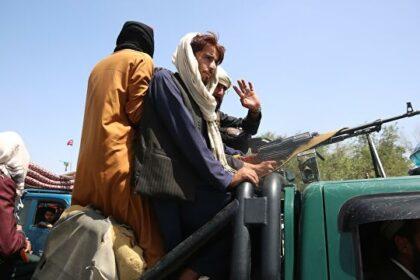 Публичная казнь в Афганистане: талибы повесили тела на площади