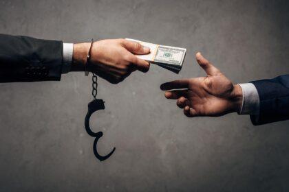 За полгода ущерб от коррупции в Узбекистане составил почти 600 млрд сумов