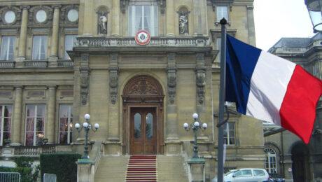 Франция не будет выходить из НАТО после скандала с подлодками
