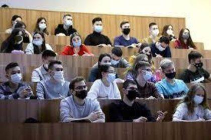 Около 50% иностранных студентов не вернулись в РФ для продолжения обучения