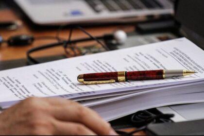 Всего 10 минут дается нотариусам для оформления каждой нотариальной сделки, включая консультации и разъяснения