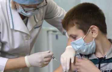 Российские вакцины от ковид-19 направлены на экспертизу для применения подросткам