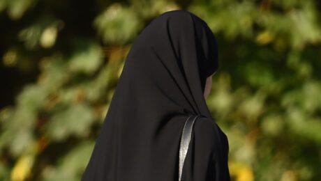Муж пациентки в хиджабе избил врача