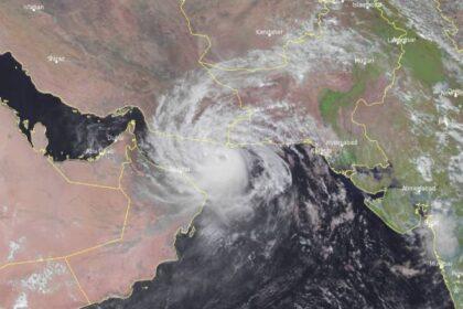 В Омане идет эвакуация населения из-за тропического шторма