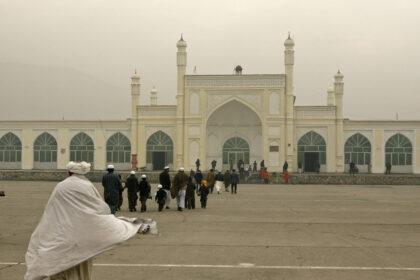 Бомба взорвалась у мечети в Кабуле, погибли несколько мирных жителей