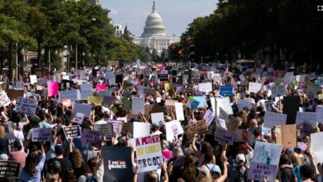 Жители 50 штатов США митингуют против запрета абортов