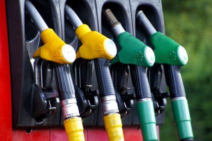 В Узбекистан ввезли бензин на 100 млн долларов