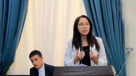 Узбекская журналистка раскритиковала власти за использование русского языка