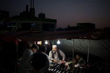 Погашение долгов за электроэнергию: Афганистан продаст имущество чиновников