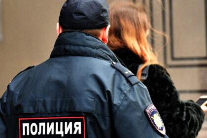 Узбекистанец напал на российских полицейских