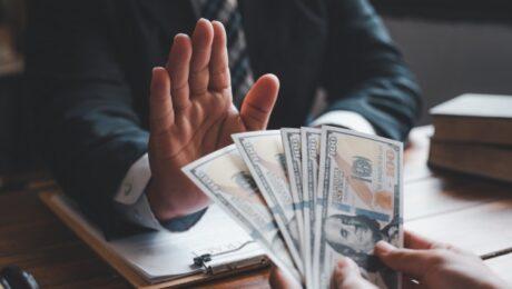 Начальник ОБДД в Кашкадарье отказался брать взятку