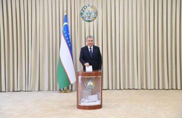 Шавкат Мирзиёев проголосовал на выборах президента РУз